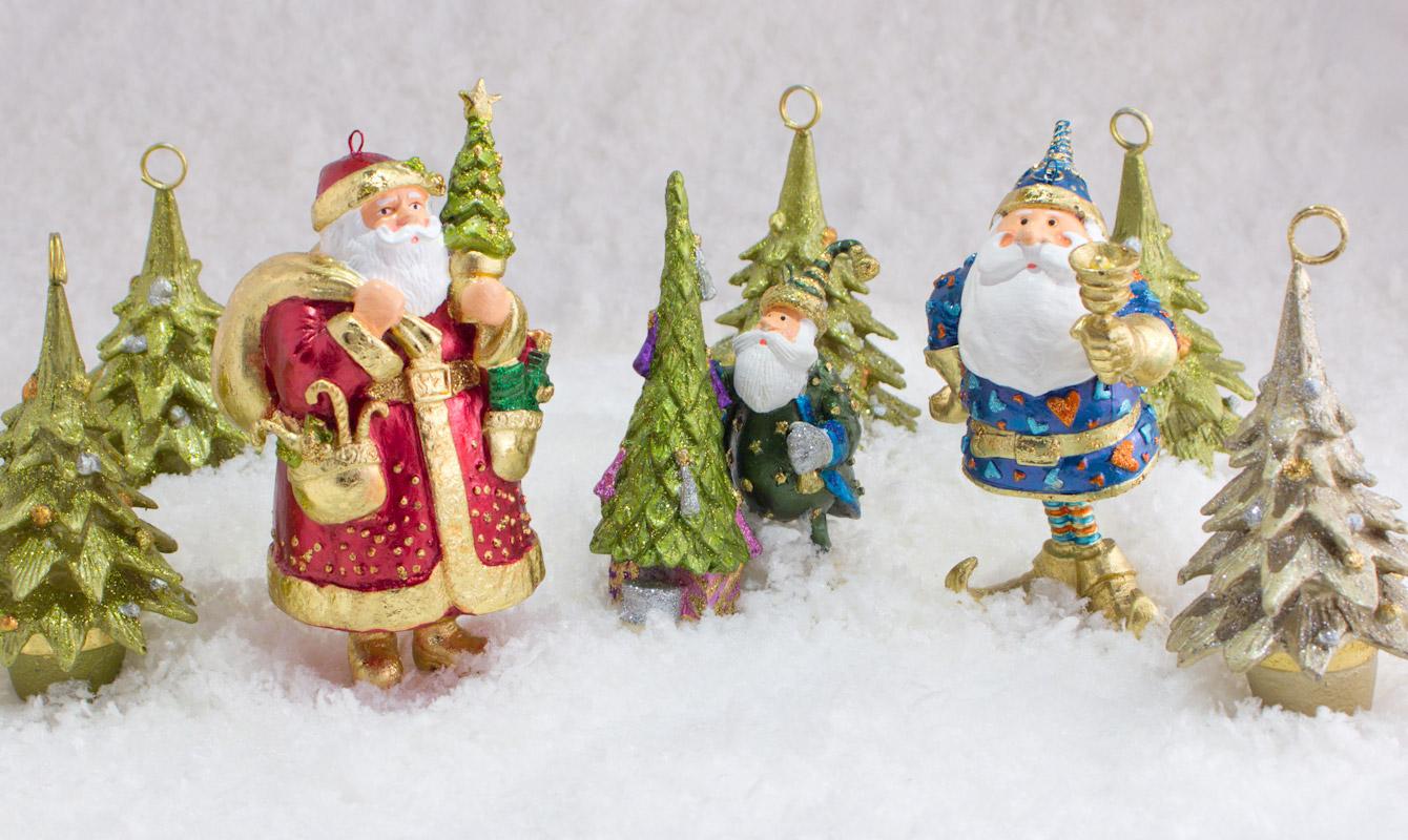 Winterliche Szene mit Weihnachtsschmuck